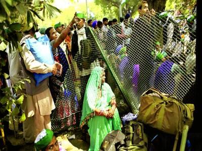 نئی دہلی: کسان حکومت کے خلاف احتجاج کر رہے ہیں