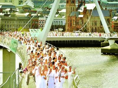 پیرس: دلہنیں اجتماعی شادیوں کیلئے جا رہی ہیں