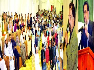 جوہانزبرگ: یوم پاکستان کے حوالے تقریب سے پاکستانی ہائی کمشنر نجم الثاقب اور ڈپٹی ہائی کمشنر فلک شیر تقریب سے خطاب کر رہے ہیں جبکہ جنوبی افریقہ میں مقیم پاکستانیوں کی کشیر تعداد موجود ہے