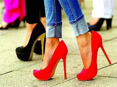 نیویارک،اونچی ایڑی والے جوتوں کا شوق خواتین کے لئے بری خبر