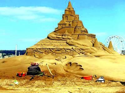 کھٹمنڈو: کاریگر ریت سے دیوتا کا مجسمہ بنا رہا ہے
