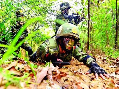 ٹوکیو:جاپانی فوجی جنگی مشق کر رہے ہیں