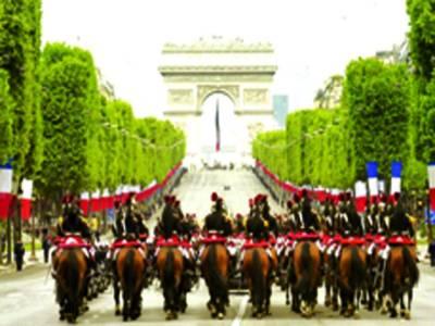 پیرس: فرانسیسی سیکورٹی اہلکارگھوڑوں پر سوارایک تقریب کی حفاظت پرمامور ہیں