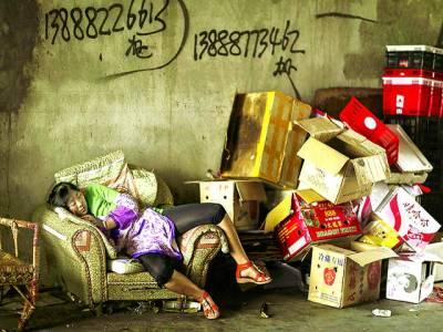 تائی پے: ایک خاتون تھکاوٹ کی وجہ سے سوئی ہوئی ہے
