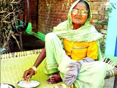 نئی دہلی،انوکھی92سالہ بڑھیا جو 80سال سے ریت کھا رہی ہے