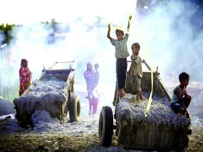 ڈھاکہ:بچے کھیل رہے ہیں