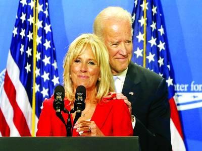 واشنگٹن: امریکی نائب صدر جو بائیڈن کی اہلیہ تقریب سے خطاب کر رہی ہیں