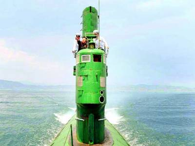 پیانگ یانگ: شمالی کورین رہنما کم جان آل بحری مشقوں کا جائزہ لے رہے ہیں