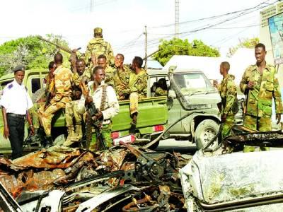 موغا دیشو: صومالی فوجی دستے دھماکے سے تباہ ہونے والی کار کے پاس موجود ہیں