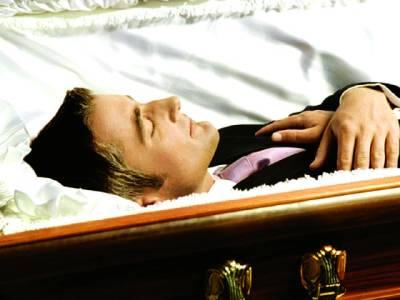 ایسا آدمی جس نے اپنی موت کا ڈرامہ رچایا آخری رسومات میں کتنے قریبی دوست آئے؟