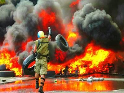 کیف: روسی حامی حکومت کیخلاف احتجاج میں ٹائروں کو آگ لگا رہا ہے