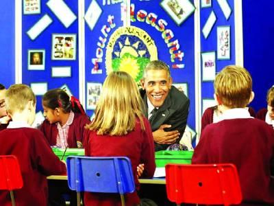 ویلز:امریکی صدر بارک اوباما سکول کے بچوں سے باتیں کر رہے ہیں