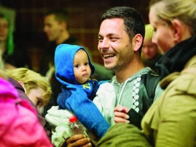 ہنگری: شام سے ہجرت کرکے آنے والا خاندان پریشانی سے نجات کے بعد خوش دکھائی دے رہاہے