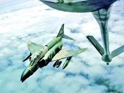 نیویارک: بحیرہ اوقیانوس پر دو جنگی طیارے پرواز کررہے ہیں