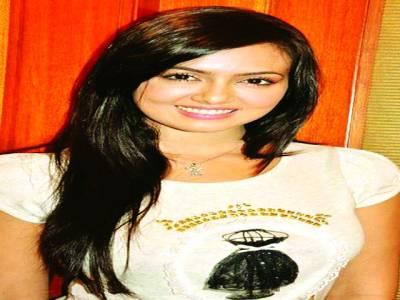 ثناء خان کو ڈائریکٹر انیل شرما نے اپنی فلم میں کاسٹ کرلیا