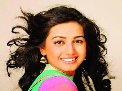 اداکارہ انعم فیاض کمرشل شوٹ کرانے کے بعد کراچی واپس روانہ