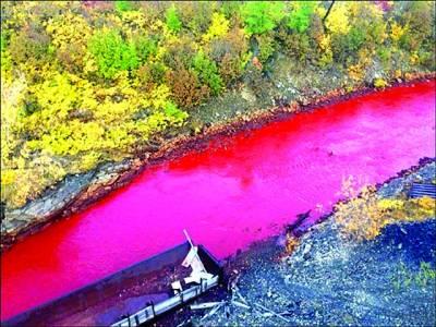 سائبیریا میں دریا کے خونی رنگ نے سب کو حیرت میں ڈال دیا