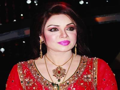 پی ٹی وی لاہور مرکز کا عید شو شاہدہ منی نے شاندار پرفارمنس میلہ لوٹ لیا