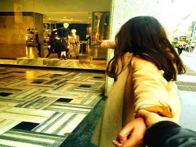 ایشیائی جوڑے کی ہنی مون کی دلچسپ تصاویر نے انٹرنیٹ پر دھوم مچا دی