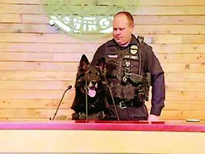 کتے کی پریس کانفرنس، نوکری سے ریٹائرمنٹ کا اعلان کر دیا