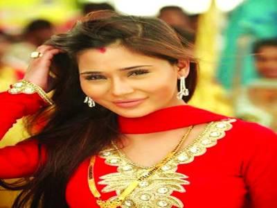 بھارتی اداکارہ سارہ خان پاکستان پہنچ گئی