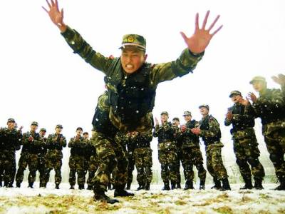 بیجنگ: چینی فوجی مشق کر رہے ہیں