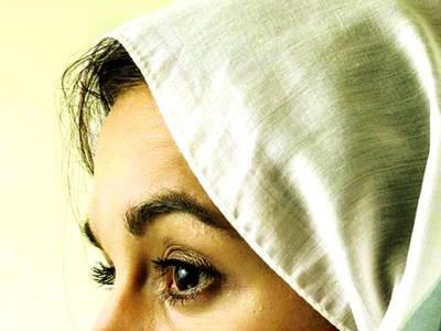 مسلمان خاتون کو حجاب پہننے کی عادت نے 9لاکھ روپے کی مالک بنا دیا
