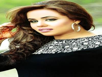 گلوکارہ مون پرویز شومیں پرفارم کرنے دبئی پہنچ گئیں