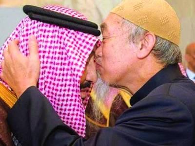 شاہ سلمان کی پیشانی پر بوسہ دینے والے صاحب کون ہیں؟