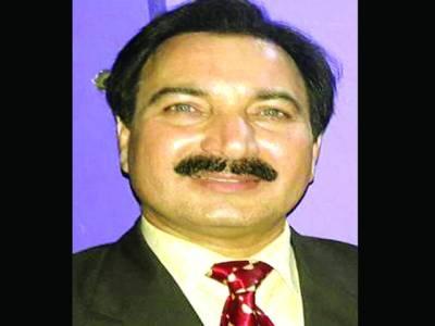 طویل خدمات کا اعتراف، ریاض خان کے لئے بہترین کمپیئر کا ایوارڈ