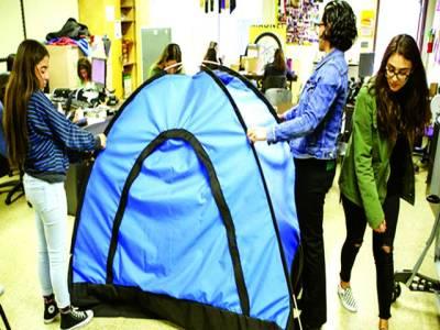 امریکی طالبات نے بے گھر افراد کیلئے سولر ٹینٹ بنالیا