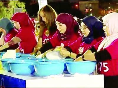 400سے زائد خواتین نے افطاری کے برتن دھوکرعالمی ریکارڈ قائم کردیا