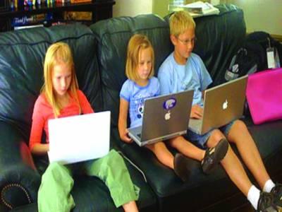 چھٹیوں میں لیپ ٹاپ اور دیگر آلات کا استعمال بچوں میں سستی کی وجہ