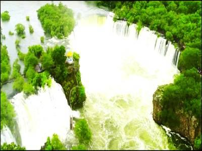 گھوڑے کی نعل جیسی انوکھی آبشار