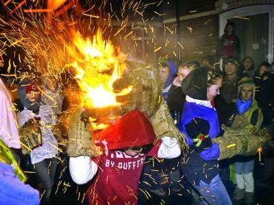 ڈیون:شدید سردی کے باعث بچے آگ لگا رہے ہیں