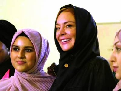 اداکارہ لنڈسے لوہان کی لندن کے فیشن شو میں حجاب پہن کر شرکت