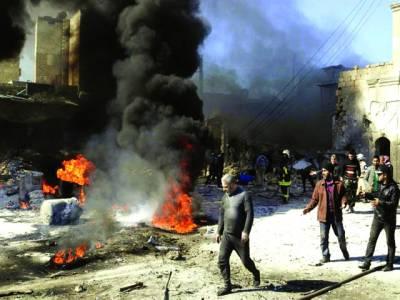 دمشق: ریسکیو اہلکارعمارت پر لگی ہوئی آگ کو بجھا ر ہے ہیں