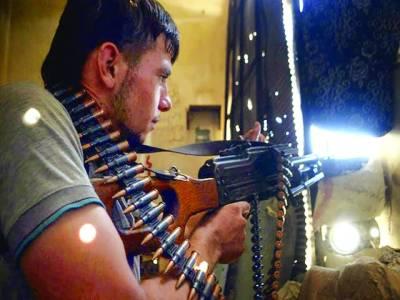 دمشق: باغی فوجی سکیورٹی اہلکاروں پر فائرنگ کرنے کیلئے تیار ہے