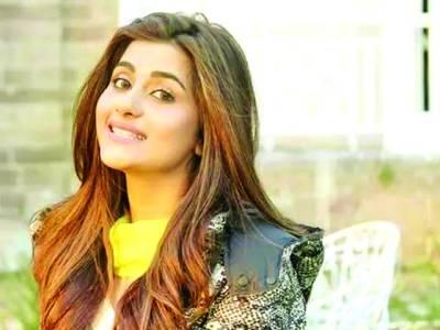 سوہائے علی ابڑو اپنی فلم ''موٹر سائیکل گرل''کی کاسٹ کے ہمراہ آج لاہور آئیں گی