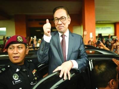کوالالمپور: ڈاکٹرمہاتیرمحمد کے جانشین انورابراہیم رہائی کے بعد خوشی کا اظہارکررہے ہیں