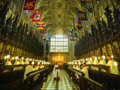 لندن: برطانوی شاہی شادی کے لئے گرجاگھر کی سجاوٹ کی جارہی ہے
