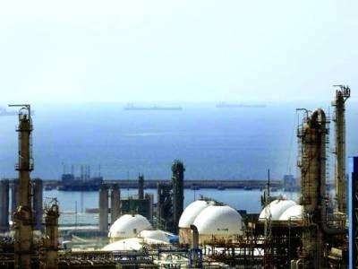 ایران:ایک ایٹمی پلانٹ کا منظر جبکہ سمندرمیں حفاظتی بحری بیڑے گشت کررہے ہیں