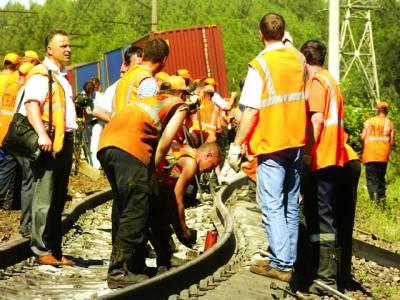 ماسکو: ریلوے ملازم ٹرین لائن مرمت کر رہے ہیں