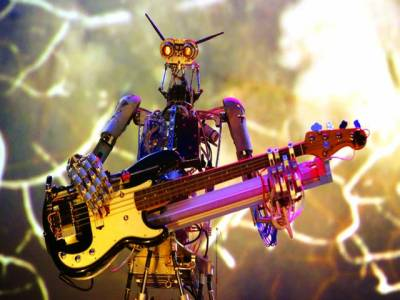 بیجنگ : روبوٹ میوزک بجا رہا ہے