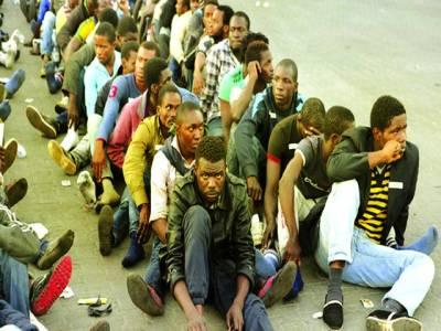 پیرس: مہاجرین پناہ لینے کیلئے بیٹھے ہوئے ہیں،یورپی یونین نے مہاجرین کی سخت چھان بین کرنے کافیصلہ کر لیا