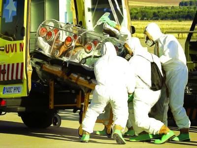 میڈرڈ: ریسکیو اہلکار ایک شخص کو طبی امداد کیلئے ہسپتال لیکر جا رہے ہیں