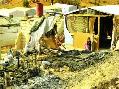 دمشق: لبنان کے قریب سرحد پر لگائے گئے کیمپ میں شامی بچے امداد کے منتظر ہیں