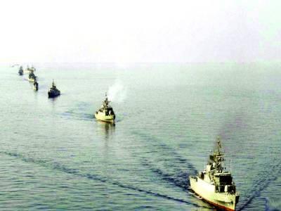 تہران: ایران میں پاسداران انقلا ب کی سمندر میں جنگی مشقوں کا منظر