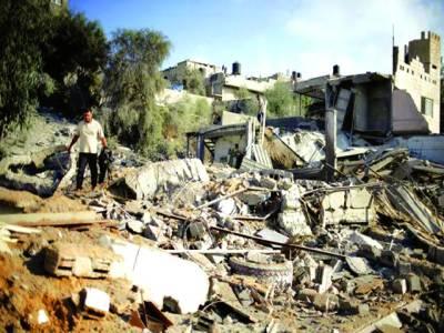 غزہ میں اسرائیلی حملے سے تباہ ہونے والی عمارت کا منظر