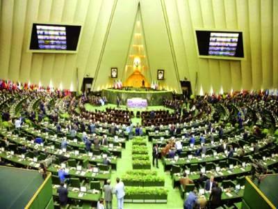 تہران: ایرانی وزیر خزانہ کو نئی امریکی پابندیوں کے بعد ایرانی پارلیمنٹ میں مواخذے کا سامنا ہے اس موقع پر ایرانی ارکان پارلیمنٹ اجلاس میں شریک ہیں